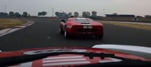Jaguar_xjs_vs_Ford-GT40